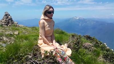 Selena_Shatskikh_v_gorah_Kavkaza